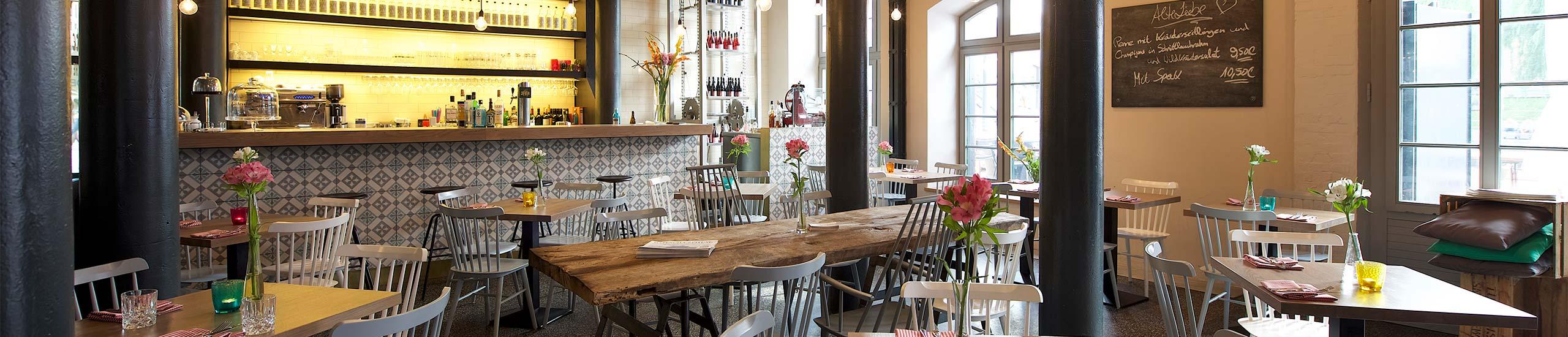Alte Liebe Restaurantansicht - Tische und Stühle