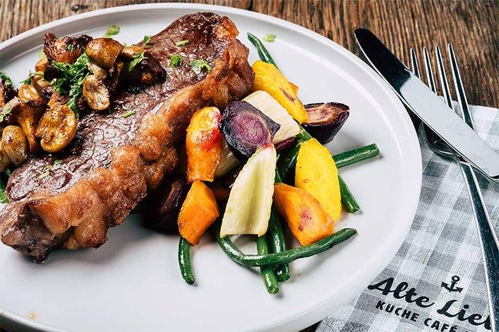 Gericht mit Fisch und Gemüse - Alte Liebe