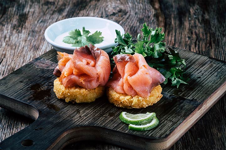 Snacks mit rohem Fisch