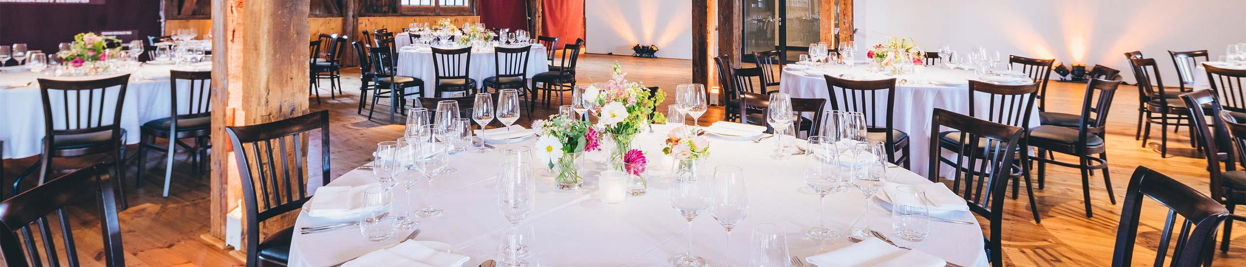 Tisch mit Blumen - Gästetisch